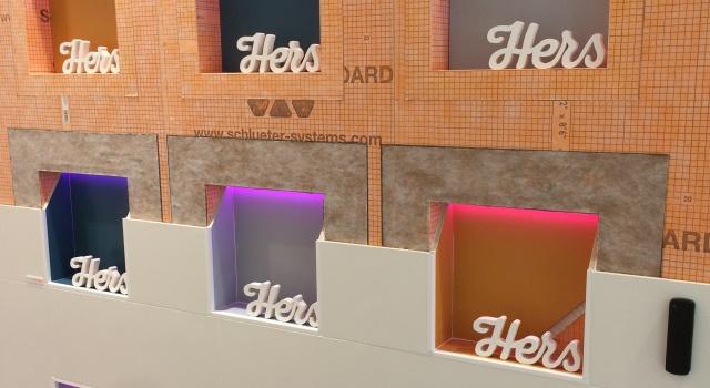 Schlüter®-KERDI-BOARD-NLT mit Licht in verschiedenen Farben